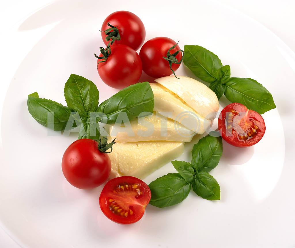 Mozzarella cherry tomatoes basil — Image 2364