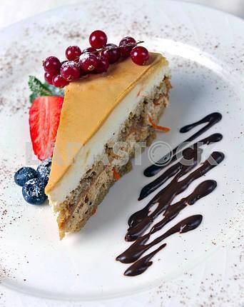 Пирог со свежими ягодами и мятой