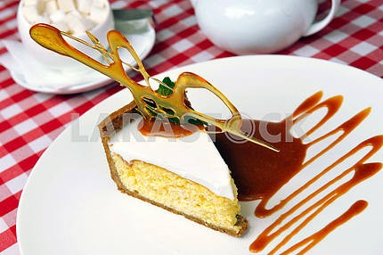Cheesecake with sauce and caramel