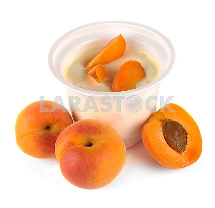 Yoghurt with apricot and pieces