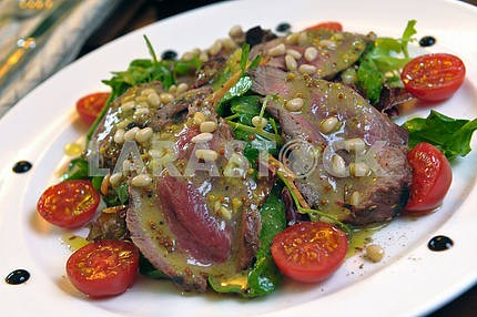 Salad of veal with a mix of salads