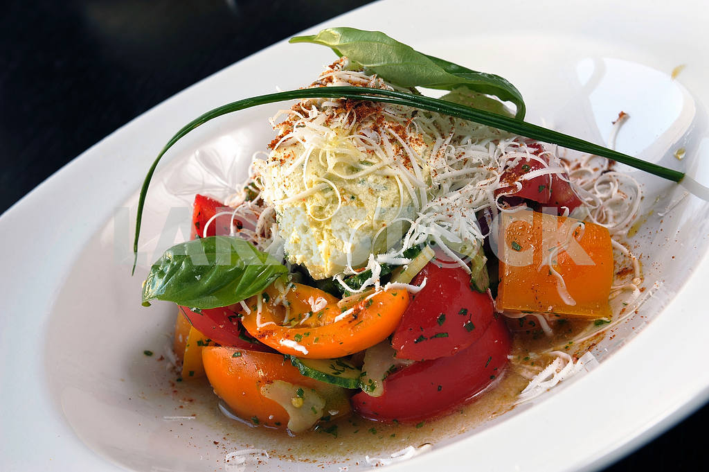 Salad with cheese and vegetables — Image 2455