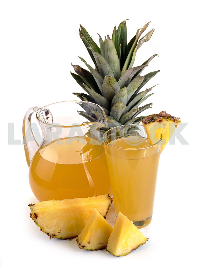 Full glass and jug of pineapple juice — Image 2480