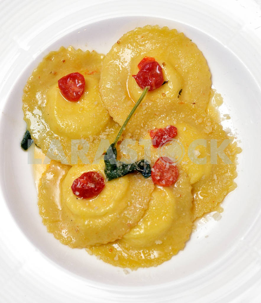 Ravioli with meat — Image 2503