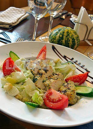 Куриный салат Цезарь