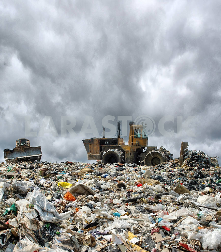 Bulldozer on a garbage dump — Image 2621