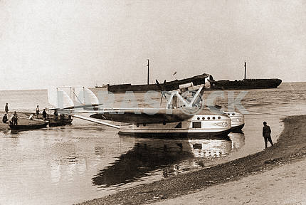 Plane flying boat