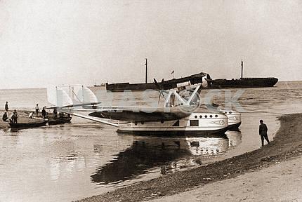 Plane flying boat