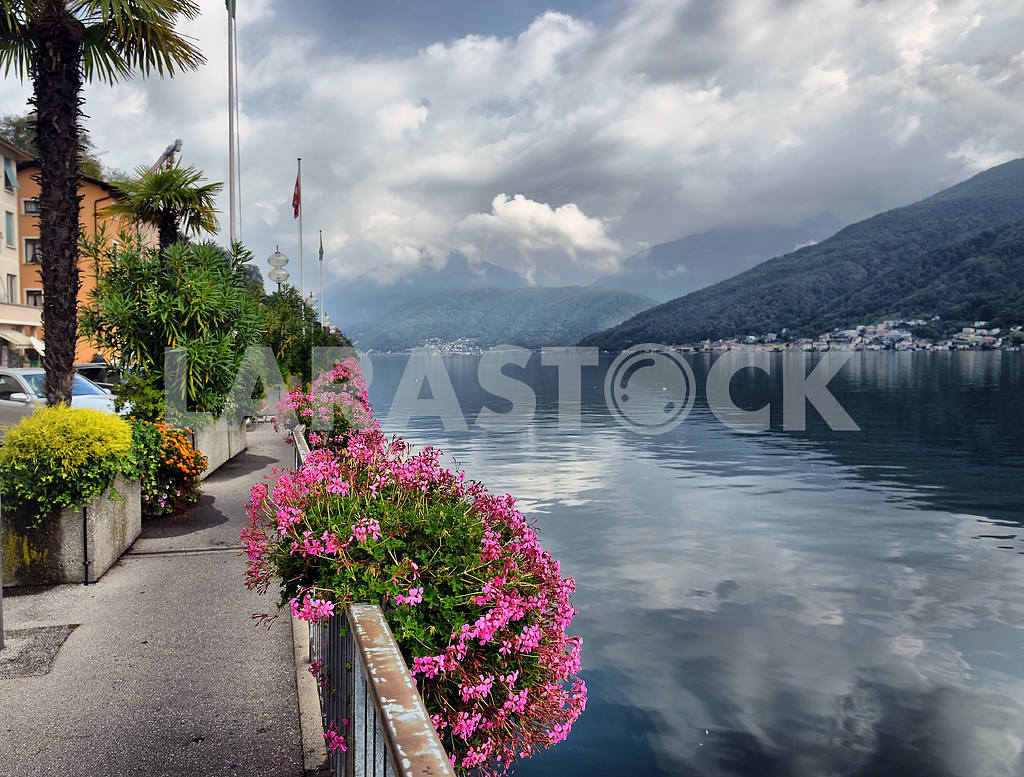 Lake Lugano in Switzerland — Image 2644