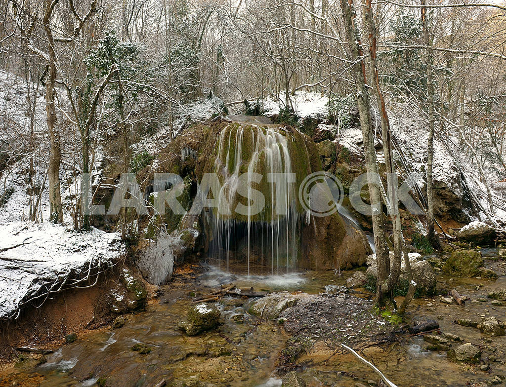 Falls in the winter forest — Image 2653
