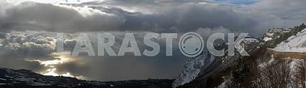 Панорама с Ай- Петри на море и облака
