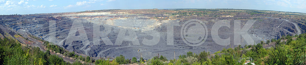 Panorama of an open-cast mine  — Image 2715