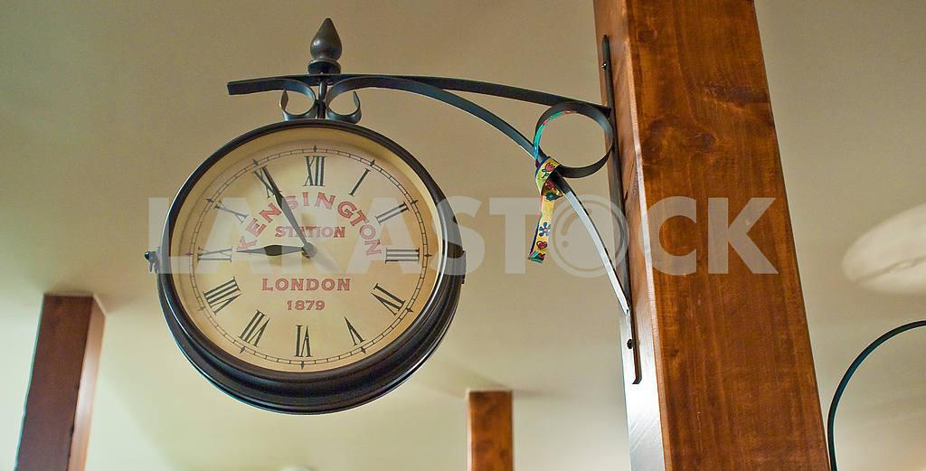 Large round clock — Image 27181