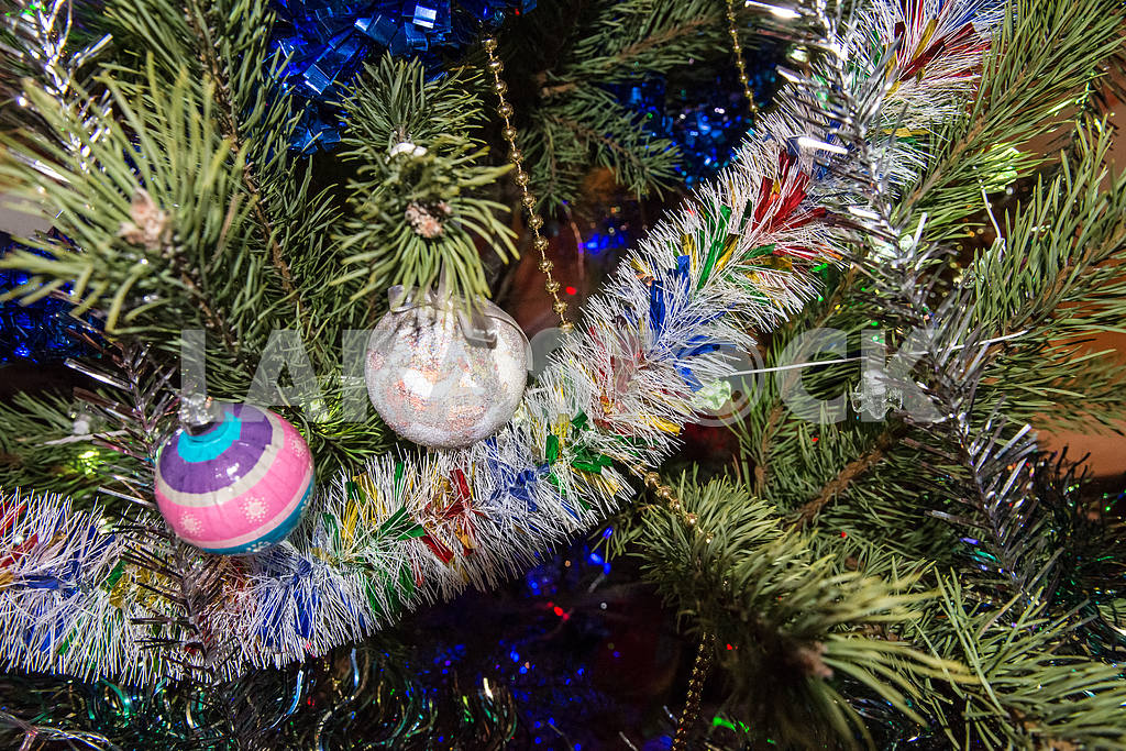 Christmas toys on the Christmas tree — Image 27299