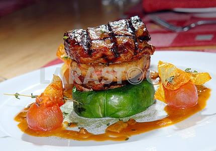 Жареный стейк на гриле с говядины