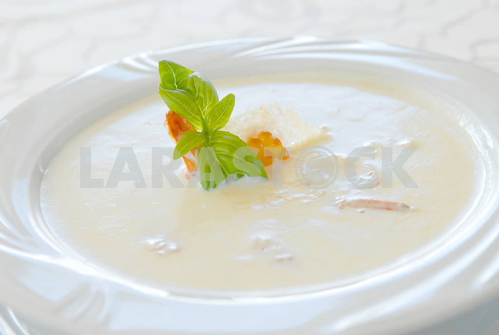 Creamy soup with seafood — Image 2737