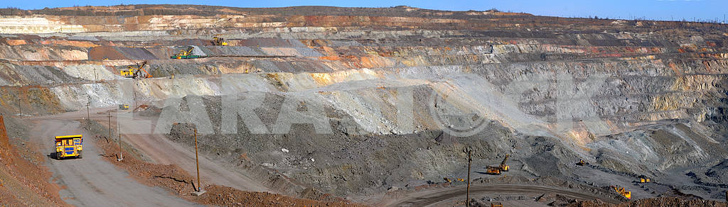 Panorama of an open-cast mine extracting iron ore — Image 2763
