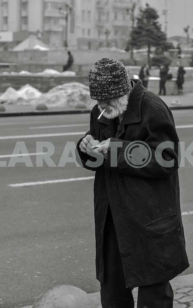 Santa podkurivaet cigarette — Image 27644