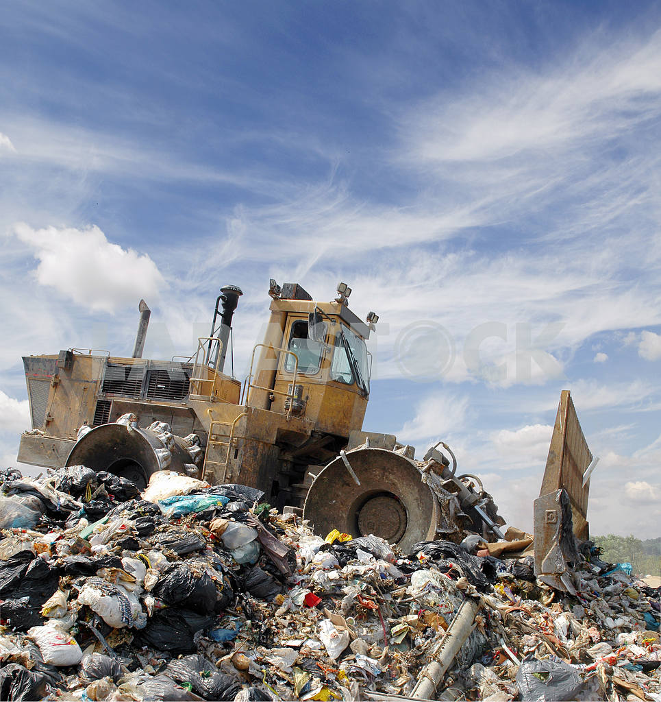 The bulldozer on a garbage dump — Image 2795