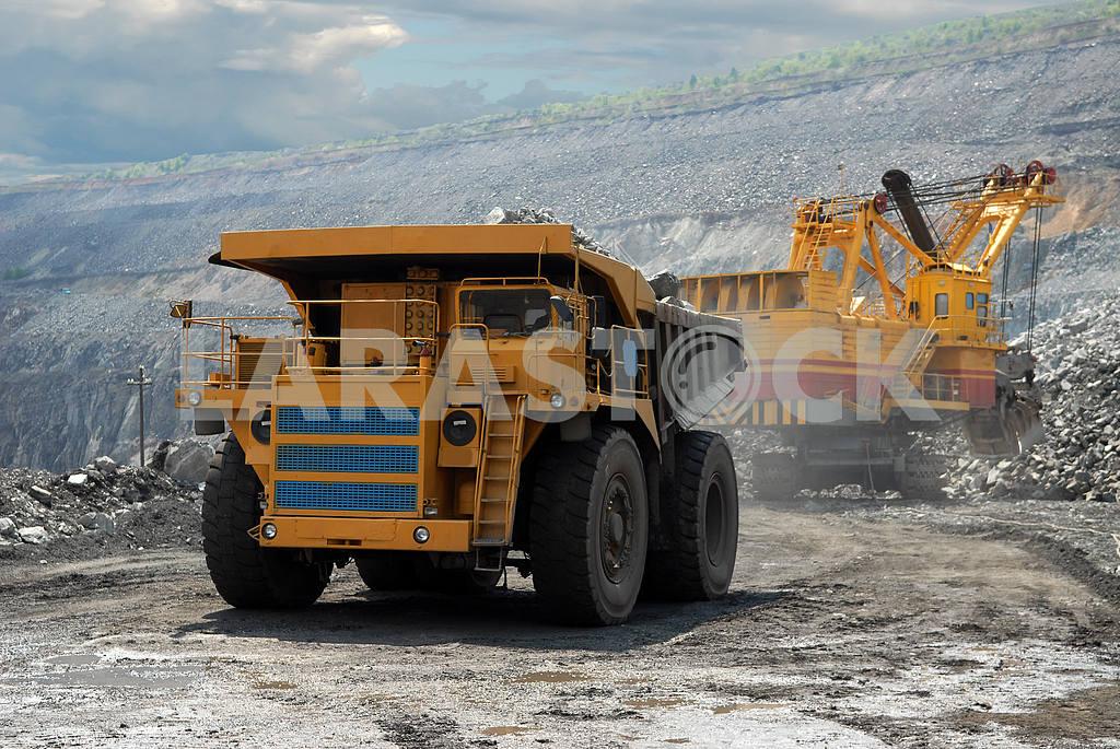 Very big dump-body truck — Image 2811
