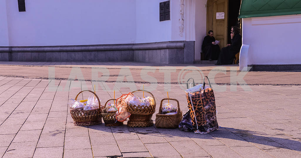 Easter basket waiting for baptism. — Image 28397