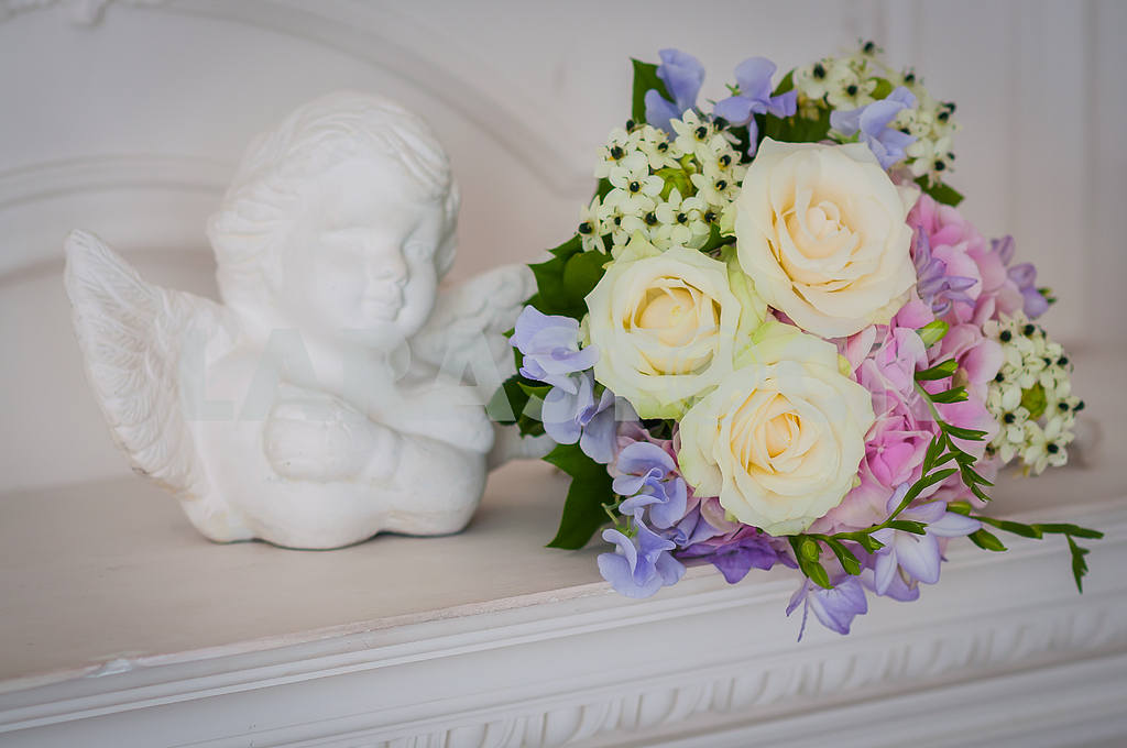 Wedding bouquet made of roses, hortensia, freesias with angel standing near — Image 28925