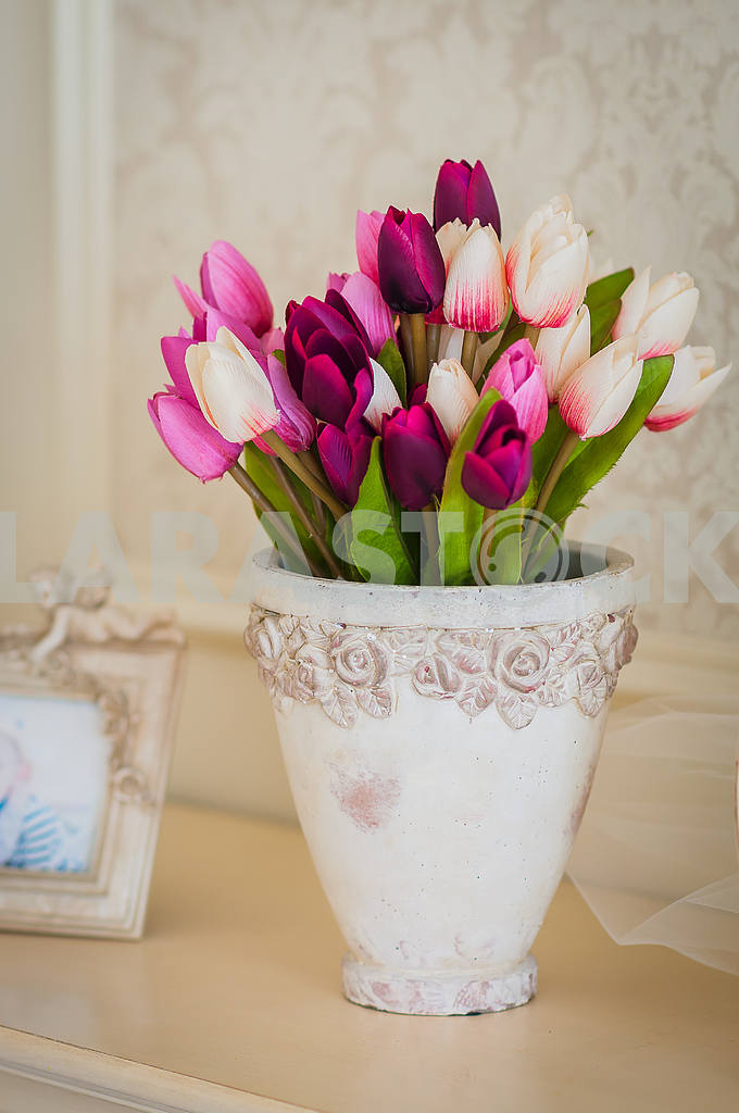 Tulips in vase — Image 28928