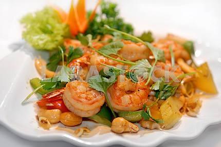 The big tiger shrimps with vegetables