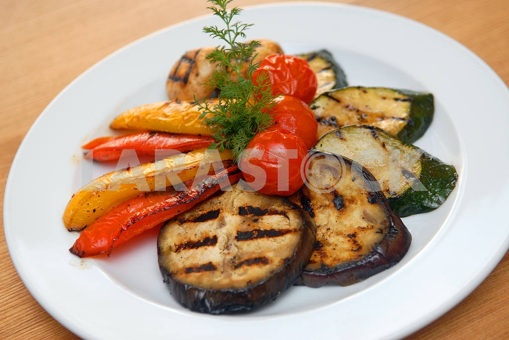 Fried vegetables on a grill — Image 2894