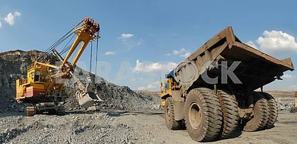 Загрузка железной руды