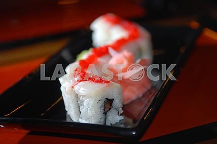 Суши с рыбой и красной икрой