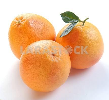 Три грейпфруты