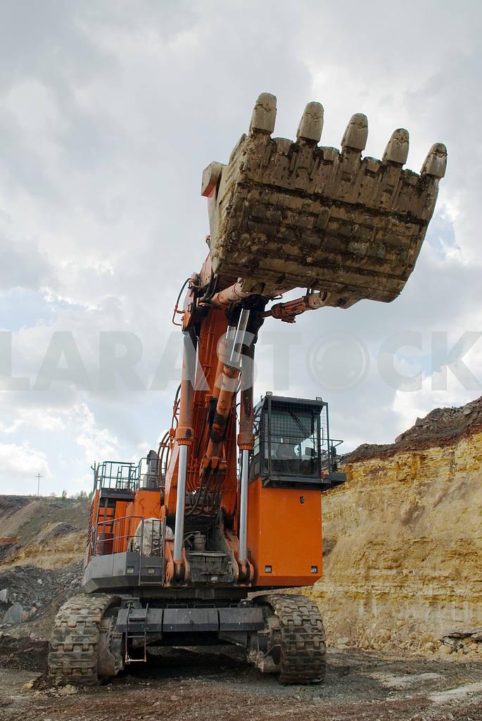 The big dredge in open-cast mine — Image 3156