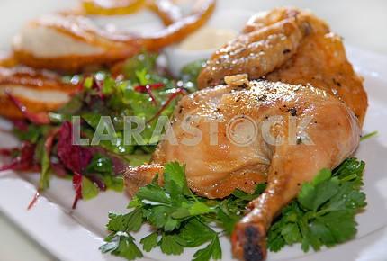 Курица жареная с зеленью и овощами,
