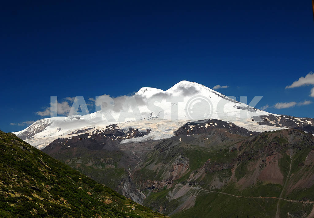 Peak Elbrus in the summer in solar weather — Image 3196