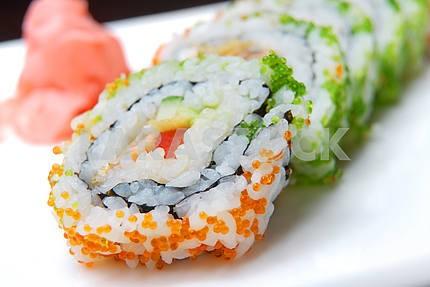 Суши с лососем и авокадо икрой