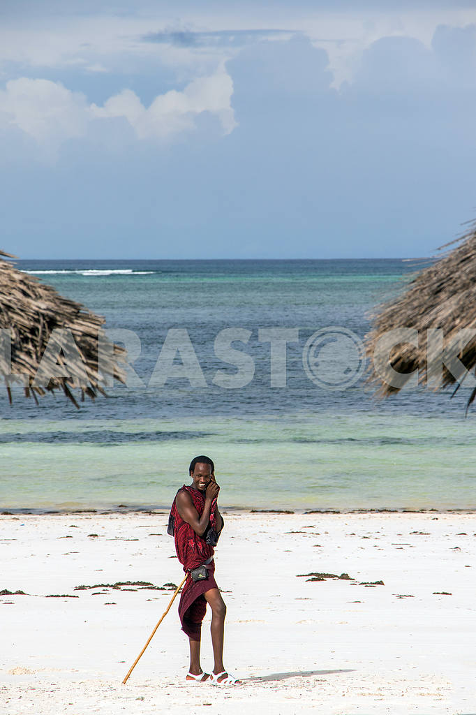 Zanzibar. Massai photo on background of ocean — Image 32118
