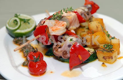 Shish kebabs from seafood and vegetables