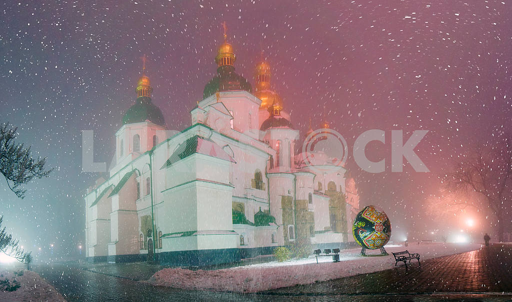 Blizzard and rain enveloped Kiev — Image 3311