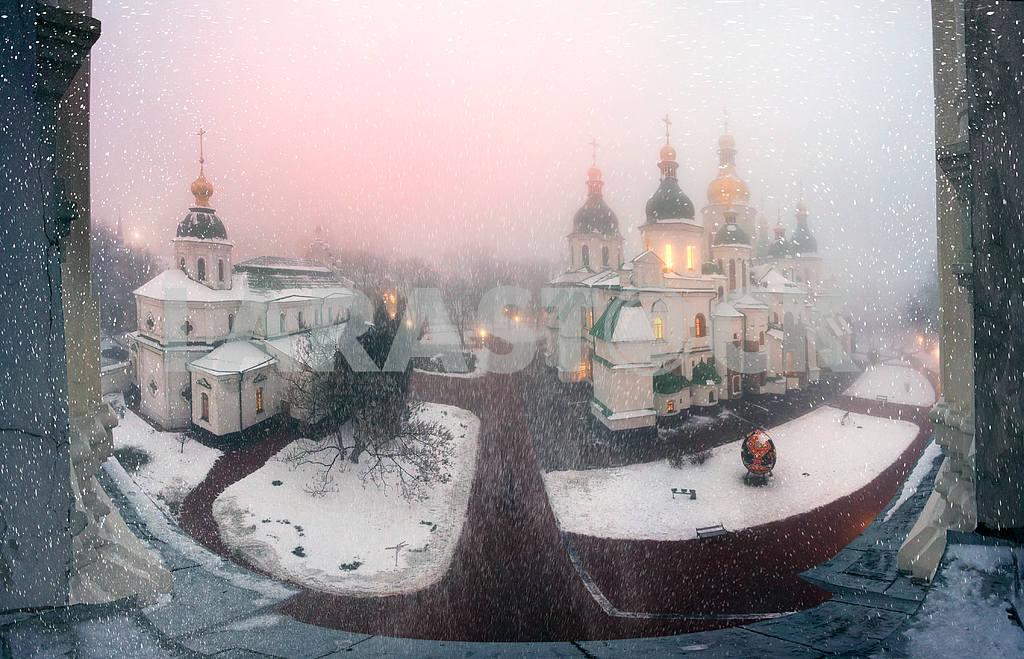 Blizzard and rain enveloped Kiev — Image 3327