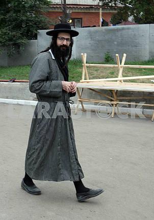Uman Hasid goes on the street