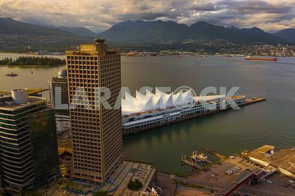 "Kind of a bird poleta.Kompleks ""Canada Place"", Vancouver, Canada"