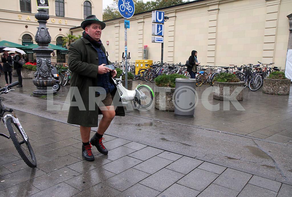 Bavarian man in hat — Image 33923