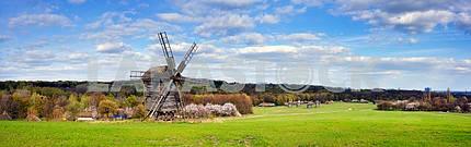Ветряные мельницы в весной