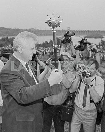 "The symbolic mace - a gift to the Chairman of the Verkhovna Rada of Ukraine Leonid Kravchuk of the organizers of the festival folk art ""Khortytsya"". Zaporozhye, June 1991."