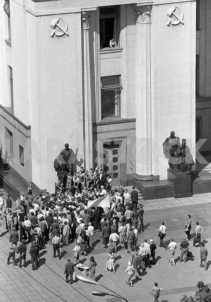 People rally at the walls Verkhovna Rada of Ukraine in 1991 — Image 34425