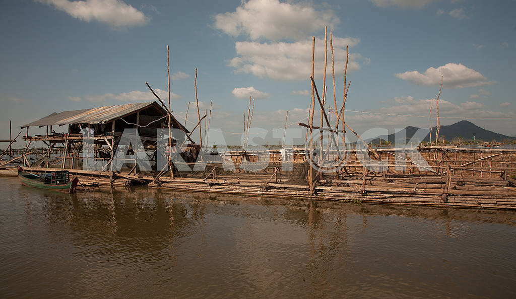 The trough of logs and superstructure of the sun for fishermen cooperatives — Image 3446