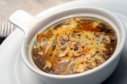 Onions soup with fua-gra and cheese