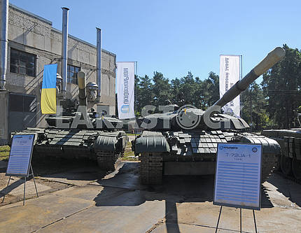Tanks T 64 and T 80 at the Kiev armored plant