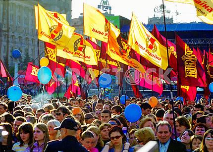 Митинг в поддержку кандидата в президенты Украины Виктора Ющенко в Киеве на Майдане Незалежности